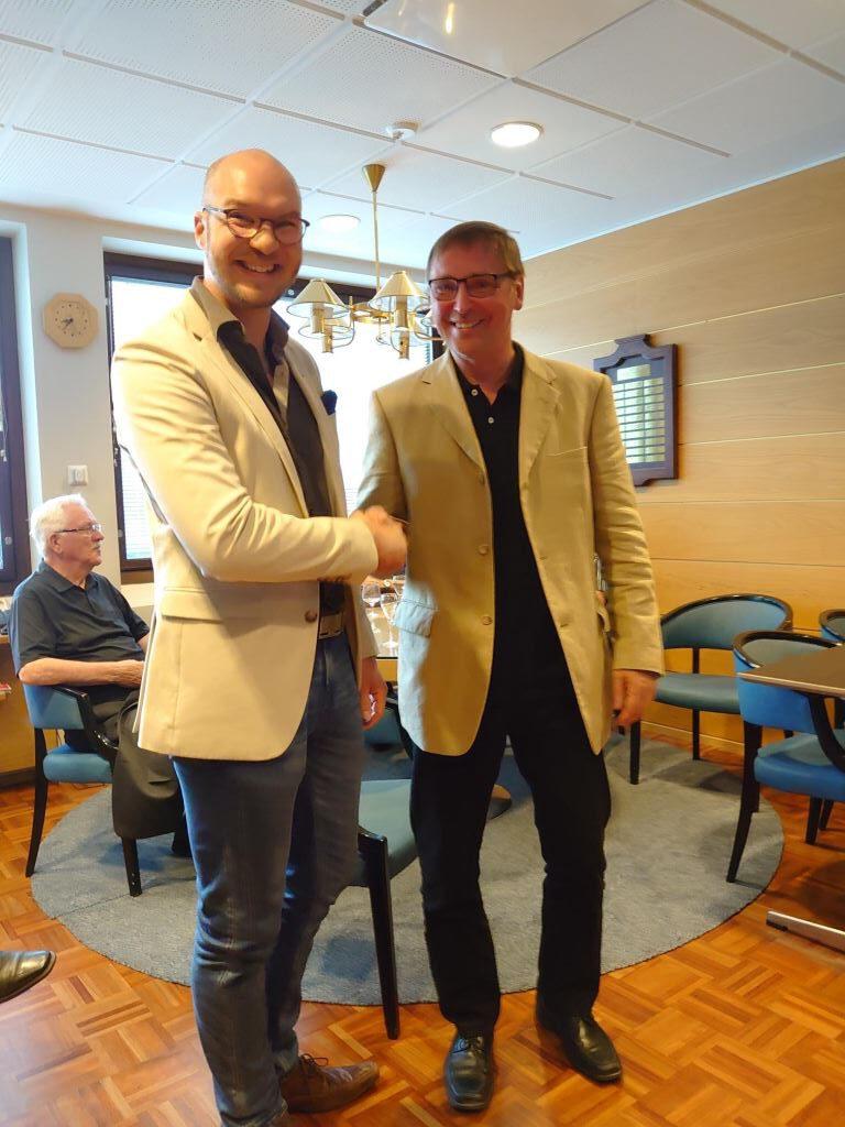 Vuoden seurallisin jäsen Kimmo Lahtinen (oikealla)